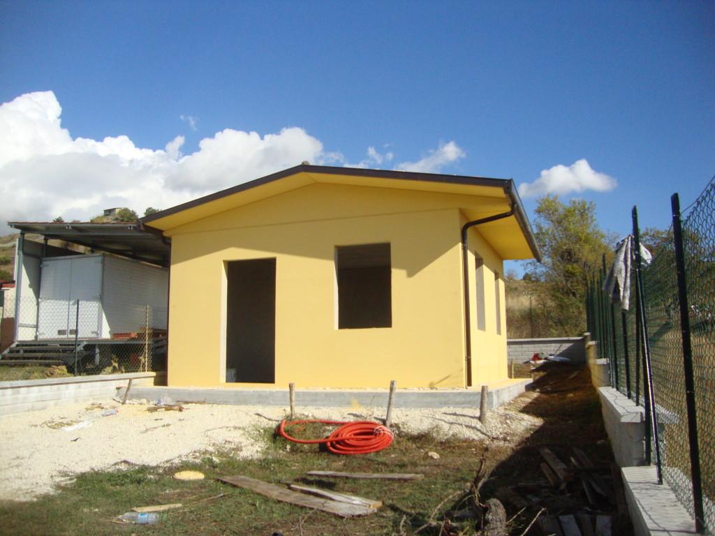 Box prefabbricati in cemento con platea garage for Capannone prefabbricato agricolo prezzi