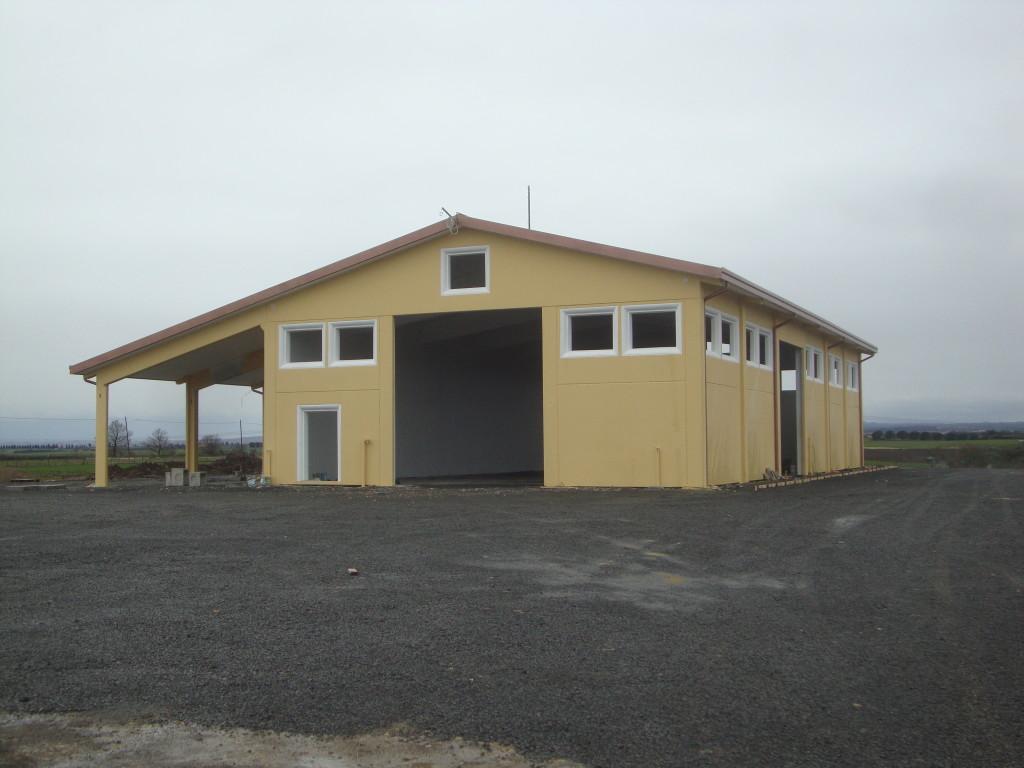 capannone per rimessa attrezzi con tettoia laterale