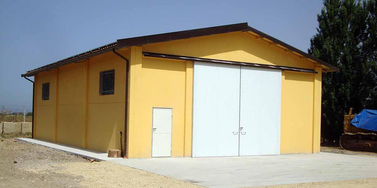 Capannoni agricoli prefabbricati cemento armato precompresso for Capannoni in legno prezzi