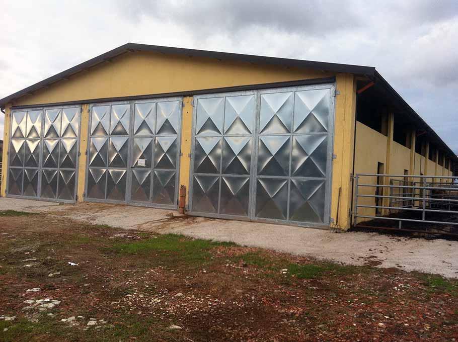 capannoni per uso stalla