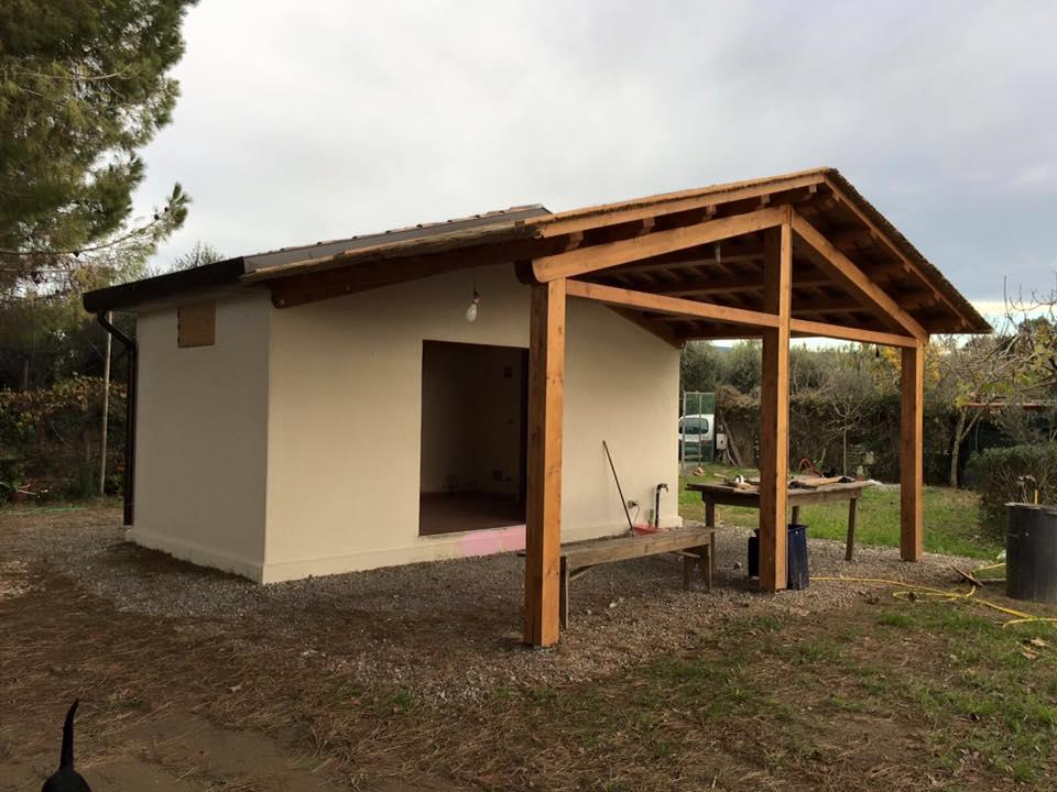 Bungalow prefabbricato in cemento veranda in legno for Casette prefabbricate in cemento